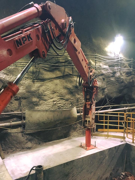 NPK B550 pedestal boom system with GH7 hydraulic hammer-breaking bridged rock abover a grizzly style crusher in a mine (7).jpg