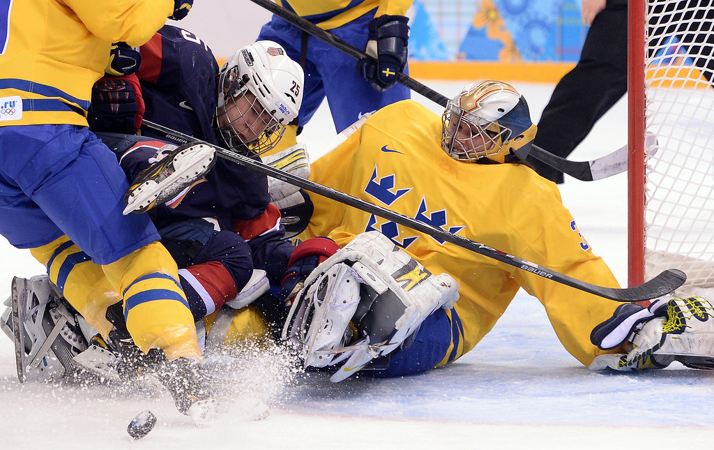 . US Alex Carpenter (L) vies with Sweden\'s goalkeeper Valentina Lizana Wallner during the Women\'s Ice Hockey Semifinals USA vs Sweden at the Shayba Arena during the Sochi Winter Olympics on February 17, 2014.     ANDREJ ISAKOVIC/AFP/Getty Images