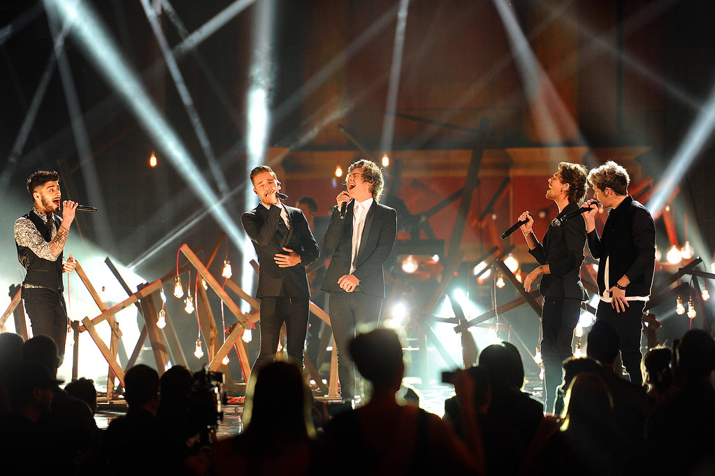 . One Direction performs during the 2013 American Music Awards show Sunday, November 24, 2013, in Los Angeles, CA.(Hans Gutknecht/Los Angeles Daily News)