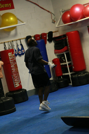 Jeff Lacy trains for his opponent Epifanio Mendoza, in Cabazon, Calif. on July 23