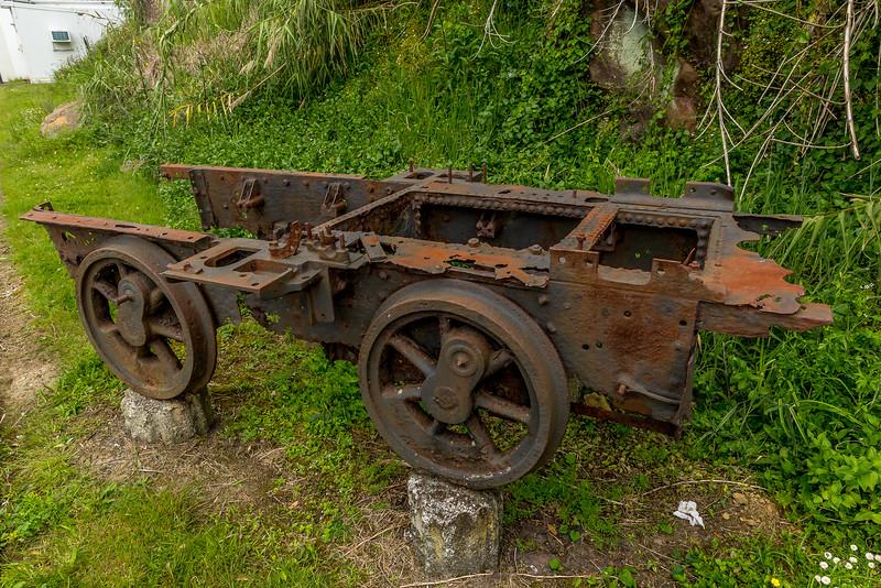 Überbleibsel der Lokomotive eines Dampftrams in Kohukohu