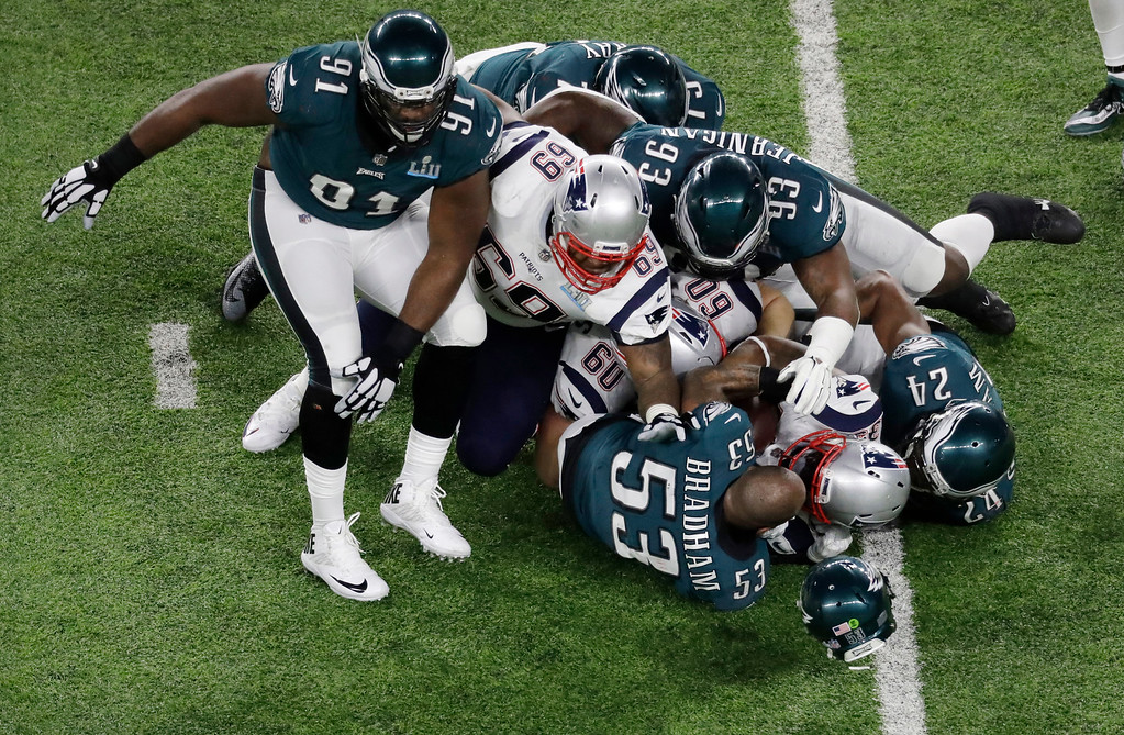 . Philadelphia Eagles outside linebacker Nigel Bradham loses his helmet during a tackle against the New England Patriots the first half of the NFL Super Bowl 52 football game Sunday, Feb. 4, 2018, in Minneapolis. (AP Photo/Eric Gay)