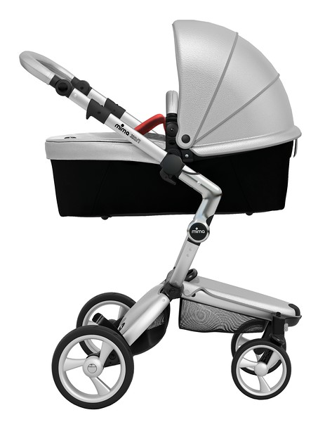 Mima_Xari_Product_Shot_Argento_Aluminium_Chassis_Red_Carrycot_Side.jpg