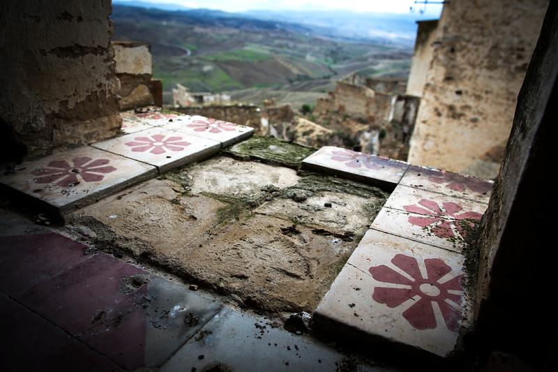 No More Tiles, Craco