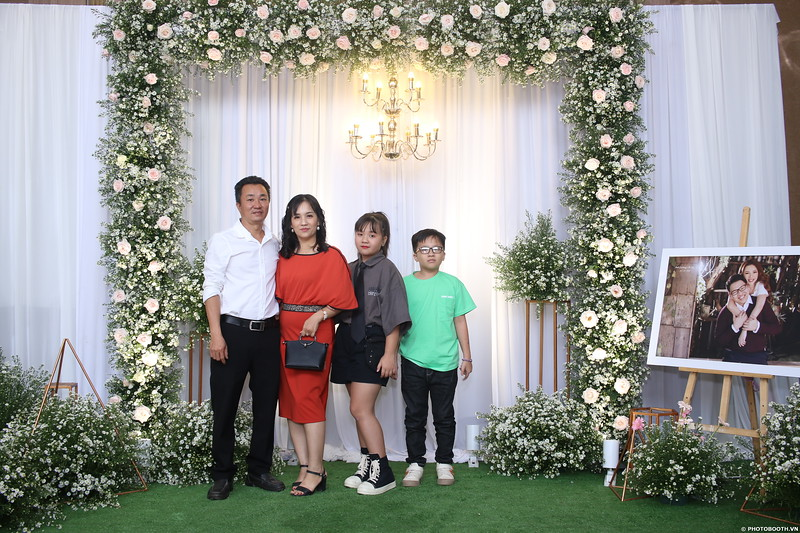 Vy-Cuong-wedding-instant-print-photo-booth-in-Bien-Hoa-Chup-hinh-lay-lien-Tiec-cuoi-tai-Bien-Hoa-WefieBox-Photobooth-Vietnam-046.jpg