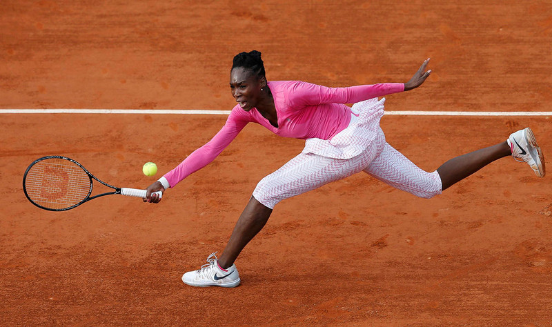 . Venus Williams of the U.S. hits a return to Urszula Radwanska of Poland during their women\'s singles match at the French Open tennis tournament at the Roland Garros stadium in Paris May 26, 2013.   REUTERS/Vincent Kessler