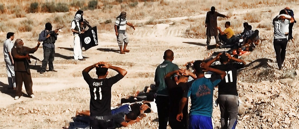 . An image uploaded on June 14, 2014 on the jihadist website Welayat Salahuddin allegedly shows militants of the Islamic State of Iraq and the Levant (ISIL) executing dozens of captured Iraqi security forces members at an unknown location in the Salaheddin province. A major offensive spearheaded by ISIL but also involving supporters of executed dictator Saddam Hussein has overrun all of one province and chunks of three others since it was launched on June 9. AFP PHOTO / HO / WELAYAT SALAHUDDIN