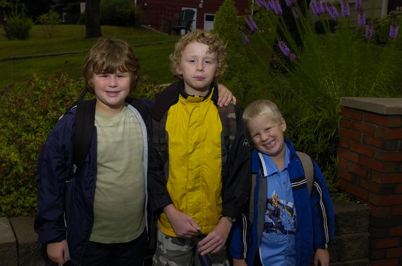 9/05 Russ Dillingham/Sun Journal  boys family kids first day of school 2005