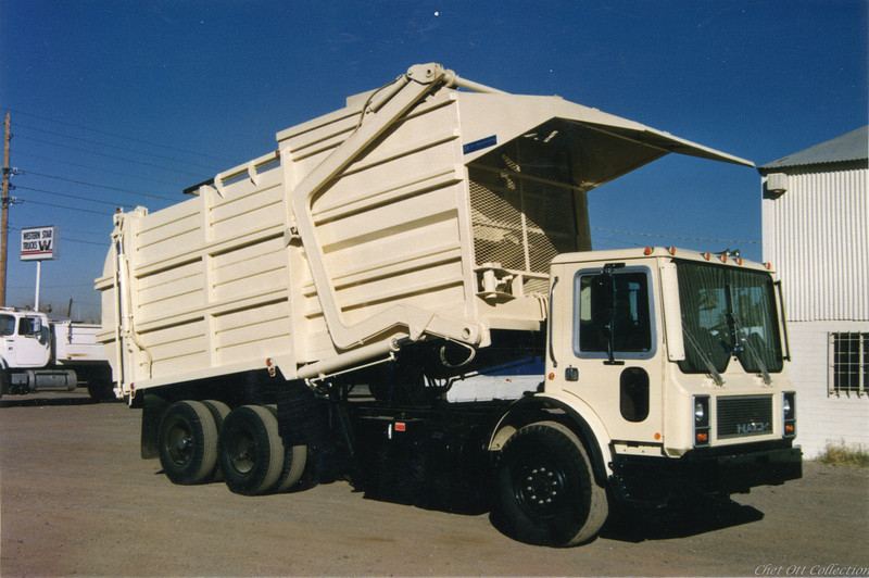 """1984 Mack MR """"Mid Weight"""" Partial Pack Front Loader"""