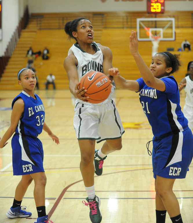 . 02-23-2012--(LANG Staff Photo by Sean Hiller)- Narbonne beat El Camino Real 47-39 in Saturday\'s L.A. City Section Division I semifinal girls basketball game. Narbonne\'s Jade Everage (20) stopped from getting to the basket by El Camino\'s Delaney Thomas (21).