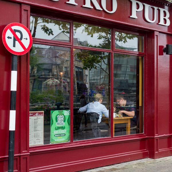 Two people dining in a pub, Sligo, County Sligo, Republic of Ireland