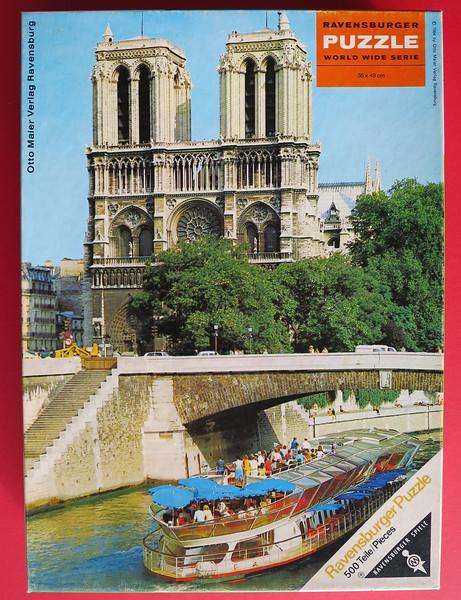 15401 Parijs, geel logo