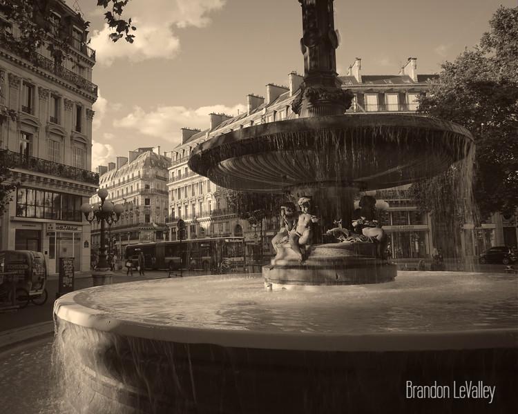 Paris fountain 2.jpg