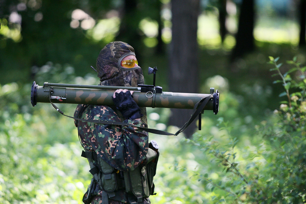 . A pro-Russian militant with holds a rocket launcher  during combat with Ukrainian troops at the international airport of the eastern Ukrainian city of Donetsk on May 26, 2014. Ukraine scrambled fighter jets and combat helicopters to strike rebel gunmen who seized control of the main airport in the eastern city of Donetsk on May 26, triggering heavy gunbattles and Ukrainian combat helicopters hitting the main terminal building. The fierce confrontation erupted after Ukrainian oligarch Petro Poroshenko, who claimed victory in Sunday\'s crucial presidential election, vowed to press on with an offensive against pro-Russian separatists waging a bloody insurgency across the east. AFP PHOTO / ALEXANDER KHUDOTEPLY