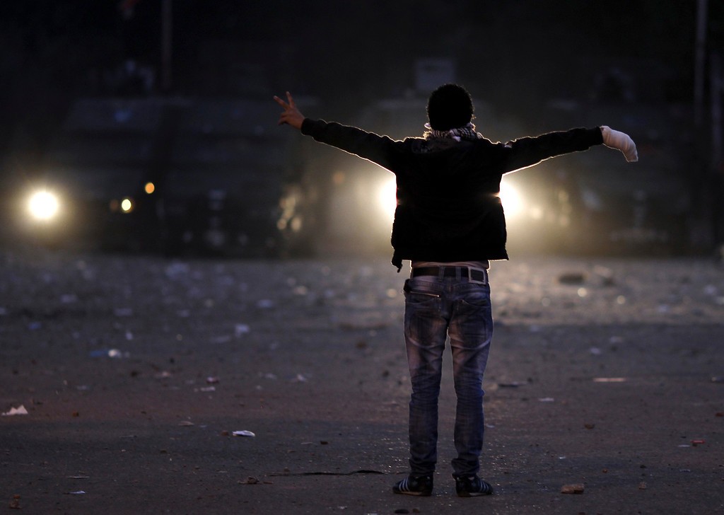 . A protester gestures during clashes with riot police along a road which leads to the U.S. embassy, near Tahrir Square in Cairo, November 28, 2012. REUTERS/Amr Abdallah Dalsh