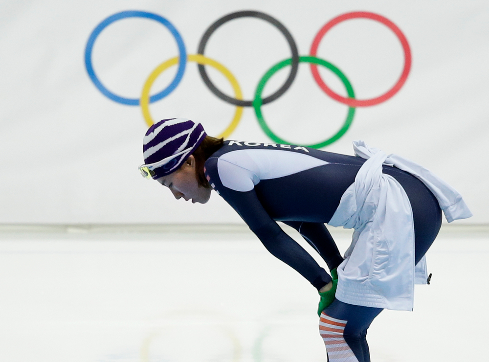 . South Korea\'s Lee Sang-hwa rests during training prior to the start of the women\'s 500-meter speed skating race at the Adler Arena Skating Center at the 2014 Winter Olympics, Tuesday, Feb. 11, 2014, in Sochi, Russia. (AP Photo/Patrick Semansky)