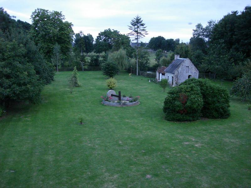 de tuin achteraan