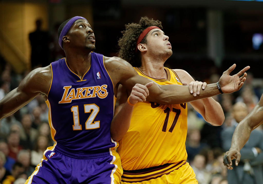 . Los Angeles Lakers\' Dwight Howard (12) and Cleveland Cavaliers\' Anderson Varejao (17), from Brazil,  battle for position in an NBA basketball game Tuesday, Dec. 11, 2012, in Cleveland. (AP Photo/Mark Duncan)