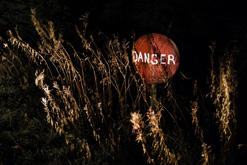 DANGER_SIGN_NIGHTTIME_AUBRAC_AVEYRON.jpg