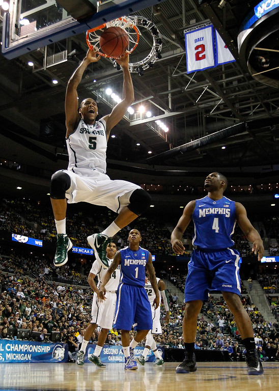 . AUBURN HILLS, MI - MARCH 23:  Adreian Payne #5 of the Michigan State Spartans dunks in the first half against Adonis Thomas #4 of the Memphis Tigers during the third round of the 2013 NCAA Men\'s Basketball Tournament at The Palace of Auburn Hills on March 23, 2013 in Auburn Hills, Michigan.  (Photo by Gregory Shamus/Getty Images)