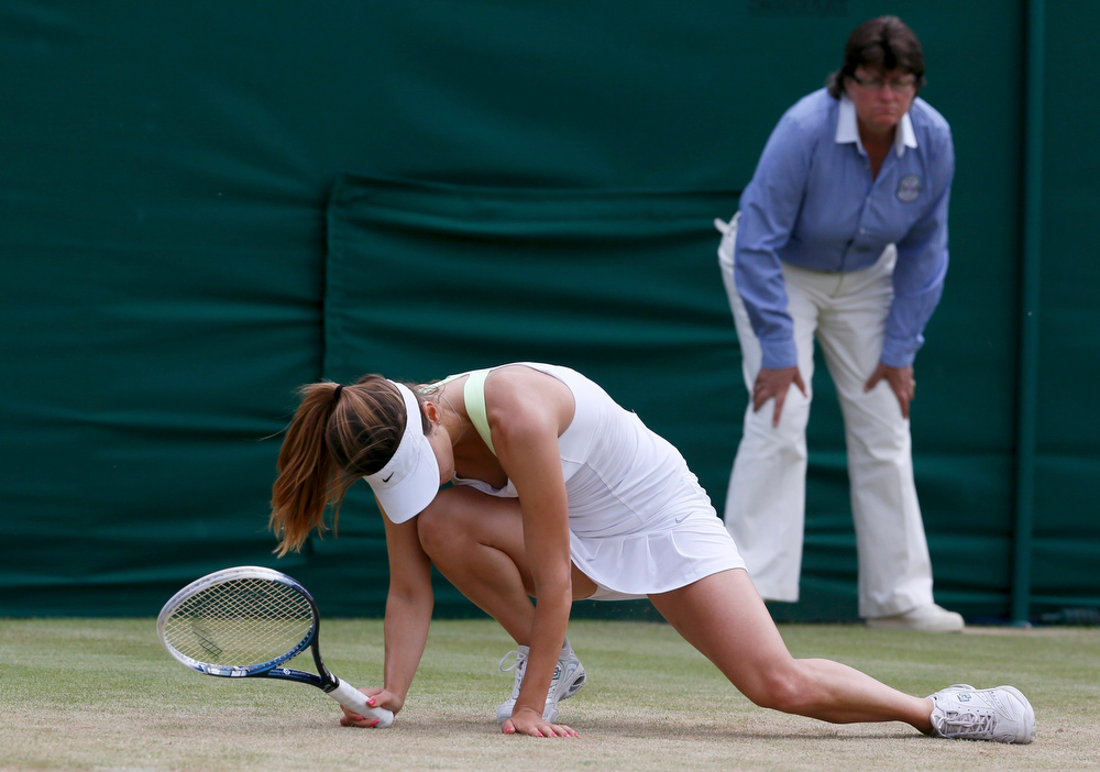 . Tsvetana Pironkova of Bulgaria slips during her women\'s singles tennis match against  Agnieszka Radwanska of Poland at the Wimbledon Tennis Championships, in London July 1, 2013.     REUTERS/Stefan Wermuth