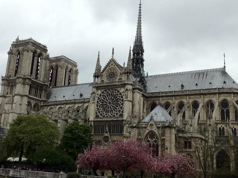 2012-04-09-0002-Debby and Elaine in Paris for Elaine's Winter Break-Notre Dame.JPG