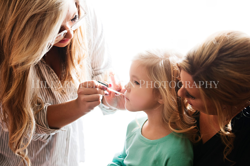 Hillary_Ferguson_Photography_Melinda+Derek_Getting_Ready139.jpg