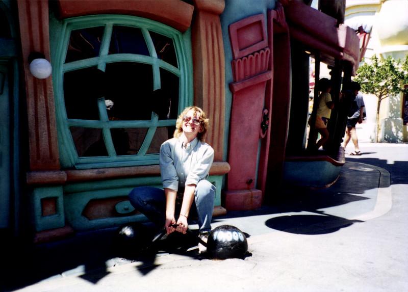 Finche_P_0865EllenWeightsToontown_1995Aug_.jpg