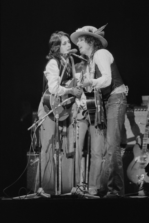 """. American folk singers Joan Baez, left, and Bob Dylan perform before a crowd of about 20,000 people in New York\'s Madison Square Garden on Dec. 8, 1975, in a benefit concert for former boxer Rubin \""""Hurricane\"""" Carter.  Carter is nwo serving three life terms for murder in New Jersey.  (AP Photo/Ray Stubblebine)"""