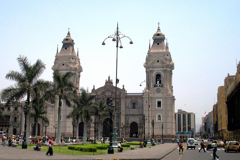 Plaza des Armas Cathedral.jpg