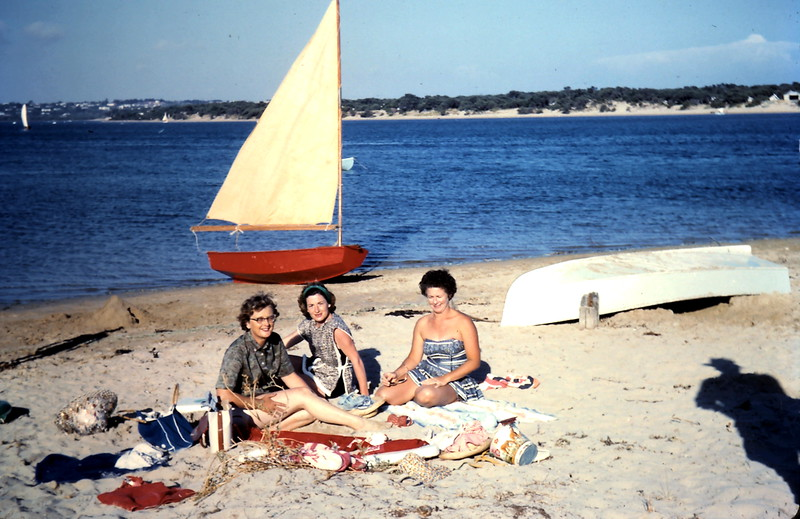 1961-1 (13) Mrs Grant, MrsWilson & Mrs Swan @ Barwon Heads.JPG