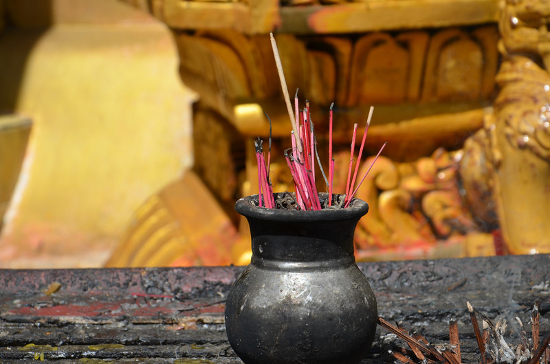 DSC_3536-sule-paya-incense.JPG