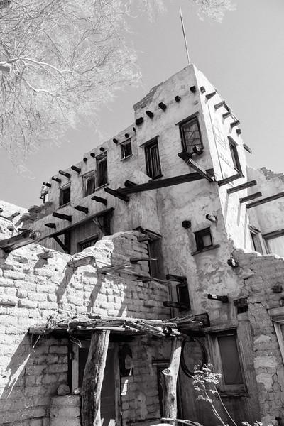 Cabot's Pueblo Museum (b&w)