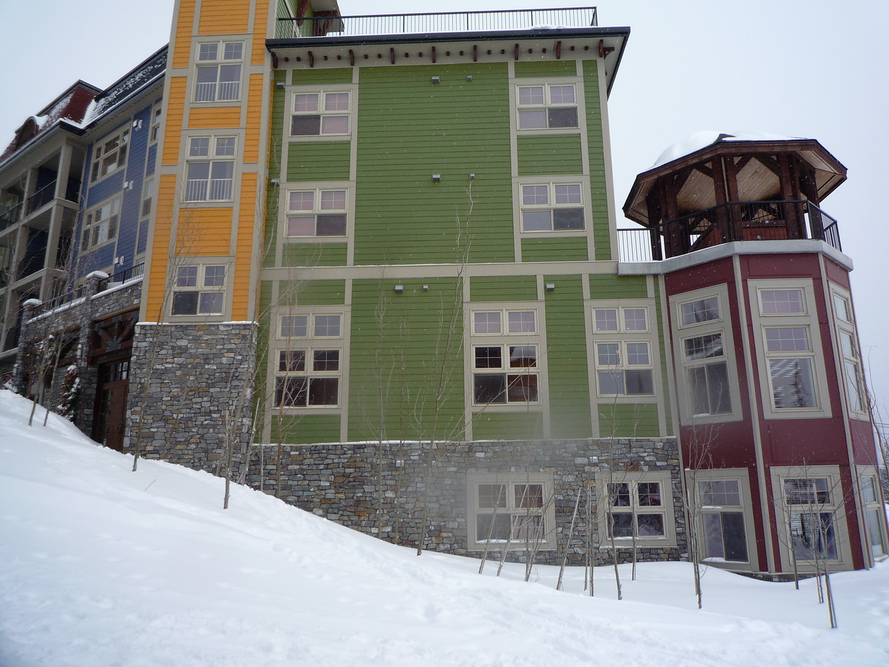 Every building in Silver Star has to be painted with 5 unique colours.  Again, this is the end of Snowbird Lodge.
