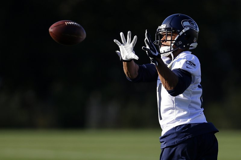 . <p><b> Seahawks at Rams (+10½):</b>  <p>Former Vikings star Percy Harvin joined the Seahawks at practice for the first time since his August hip surgery. Longtime Harvin watchers are expecting him to get back on the field in the next couple of weeks ... and then get injured again. <p>Pick: <b>Seahawks by 14</b> <p>   (AP Photo/Ted S. Warren)