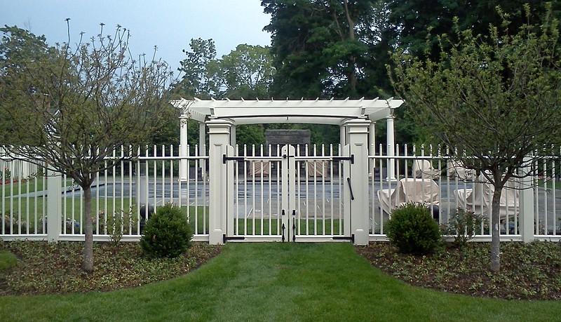 185 - 390161 - Rye NY - Custom Cambridge Picket Fence & Gate