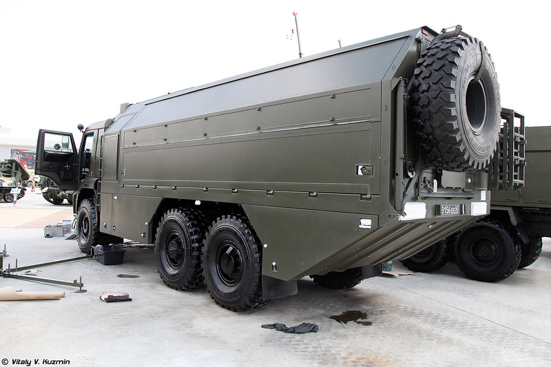 Комплекс дистанционного управления аэрозольным противодействием КДУД (KDUD decontamination remote control vehicle)