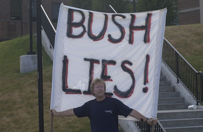 23634 Protester during Bush speech July 4th 2005