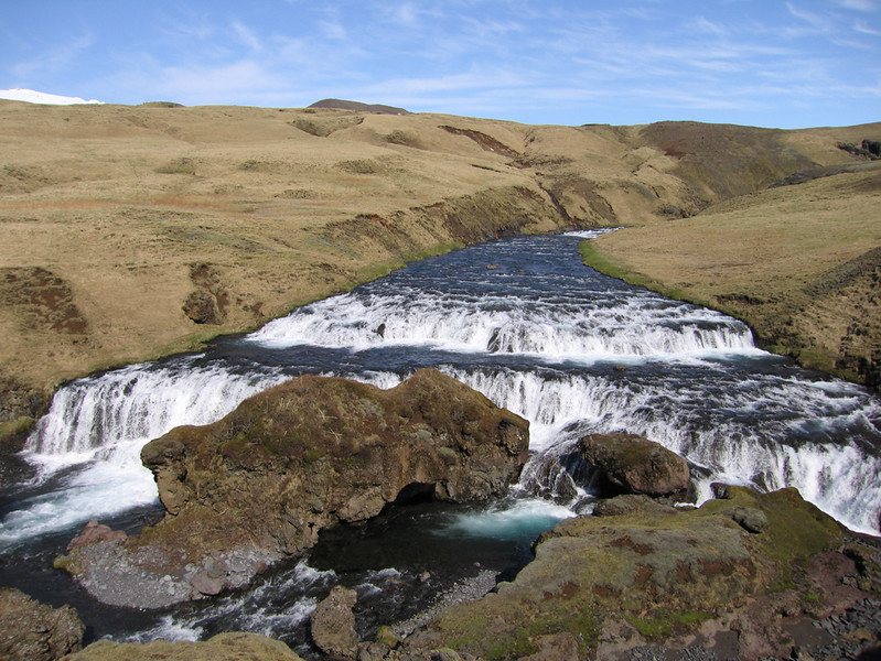 Hogergelegen waterval