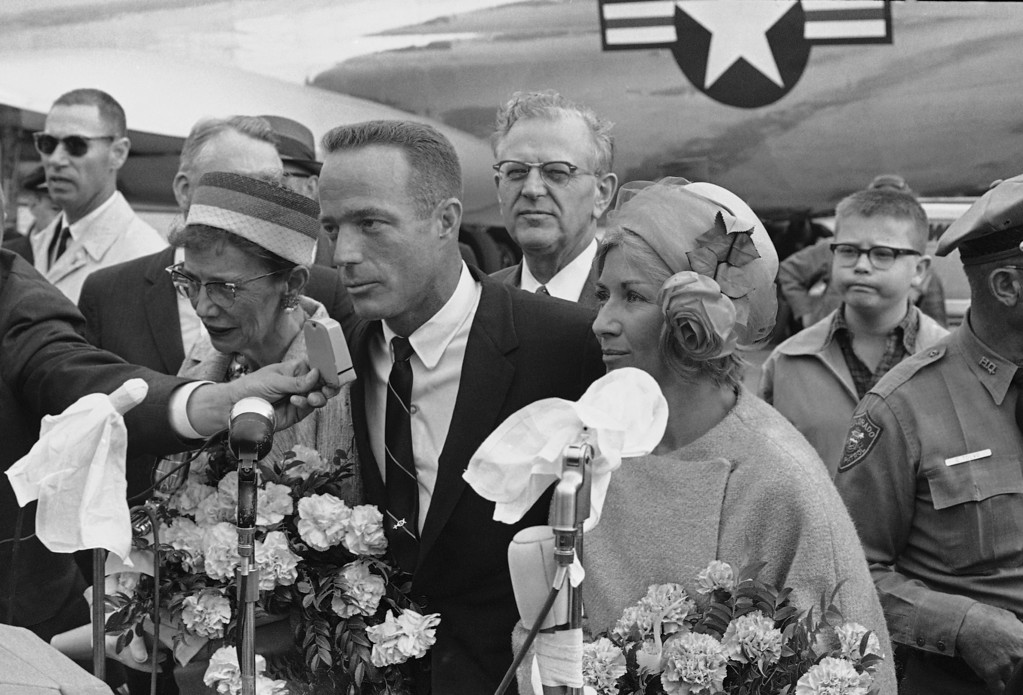 . Flanked by his mother, Mrs. Florence Carpenter, and his wife, Renee, astronaut Scott Carpenter speaks to a crowd that greeted him at the airport on his arrival on May 28, 1962 in Denver. Standing behind Carpenter is U.S. Sen. Gordon Allott, R-Colo. After a few minutes at the airport, Carpenter and his family left for nearby Boulder where they will stay. (AP Photo/WPS)