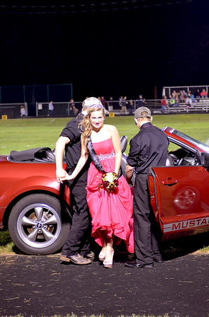 Crowning of UCHS 2016 Homecoming Queen 9-23-2016
