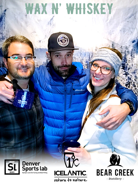 Wax_N_Whiskey_at_IcelanticSkis127.jpg