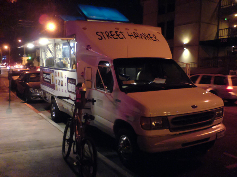 Only one truck is on Sawtelle tonight...the rest must be on Abott Kinney.