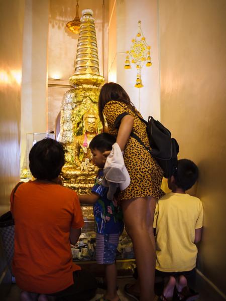 Life scene in Wat Saket.