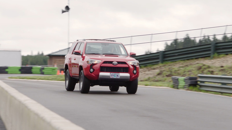 2017 Toyota 4Runner TRD Off-Road Premium Driving Reel