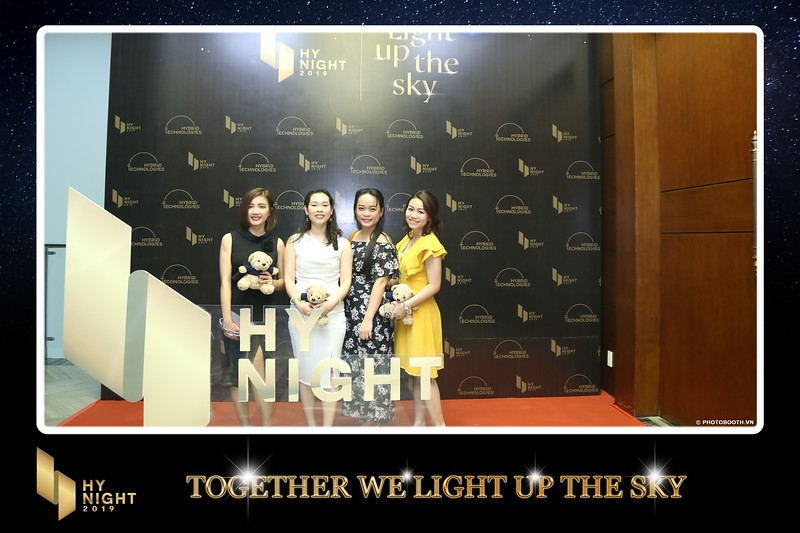 Buzz-Comm-Year-End-Party-instant-print-photo-booth-at-New-World-Saigon-Chup-hinh-lay-lien-Tat-nien-WefieBox-Photobooth-Vietnam-065.jpg