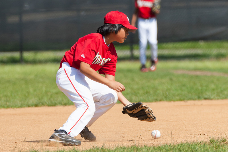 Alex trying to field the ball at shortstop in the top of the 1st inning. The Nationals struggled on both offense and defense in a 2-11 loss to the Orioles. They are now 7-4 for the season. 2012 Arlington Little League Baseball, Majors Division. Nationals vs Orioles (19 May 2012) (Image taken by Patrick R. Kane on 19 May 2012 with Canon EOS-1D Mark III at ISO 400, f4.0, 1/2500 sec and 222mm)