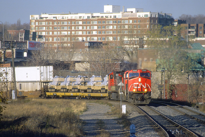 CN C44-9W 2585 with intermodal train eastbound approaching the Canal de Lachine.