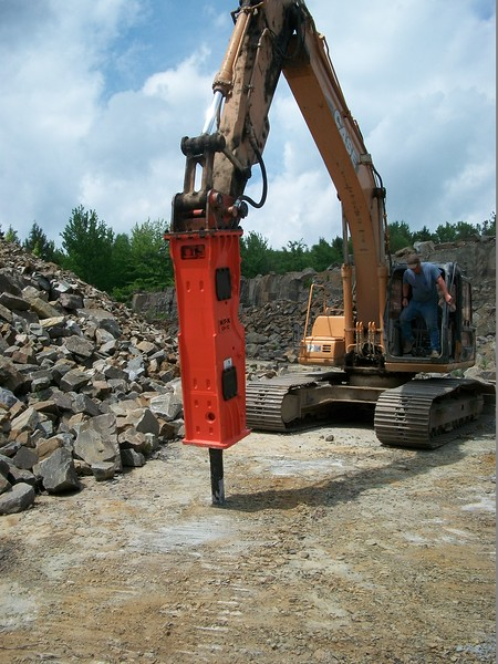 NPK GH10 hydraulic hammer on Case excavator  (14).JPG