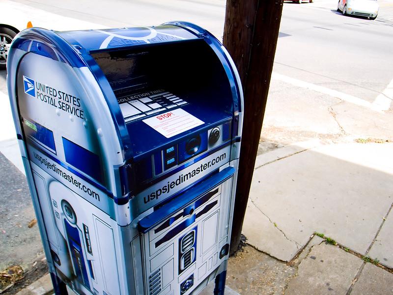 R2D2_Mailbox_Droid_2.jpg
